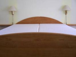 Verkauf eines kompletten Zimmers - Massivholzmöbel (kanadische Erle)