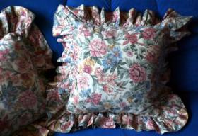 Foto 4 Verkaufe 3 gebrauchte Rosenkissenbezüge mit Rüsche im Landhausstil