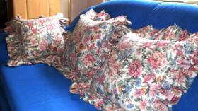 Foto 5 Verkaufe 3 gebrauchte Rosenkissenbezüge mit Rüsche im Landhausstil