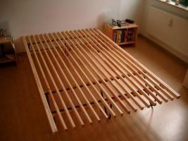Verkaufe Bett (ohne Matratze)