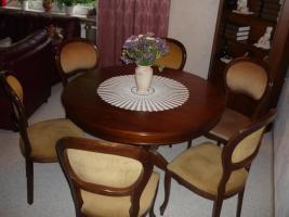 Verkaufe Esstisch in nussbaum +6Stühle
