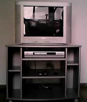Verkaufe Fernseher + DVD-Player + Rollregal