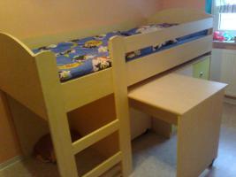 Verkaufe einen Halbhochbett mit Schreibtisch