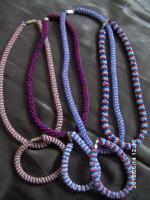 Verkaufe Halsketten u Armbänder !
