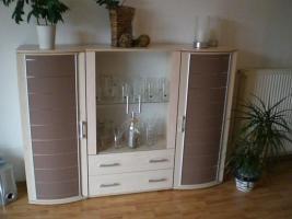Verkaufe ein Highboard ein Wohnzimmertisch und ein TV Tisch