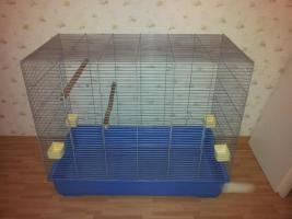 Verkaufe Käfig, kaum gebraucht mit Zubehör. Maße: L.100cm x B.58cm x H.90cm