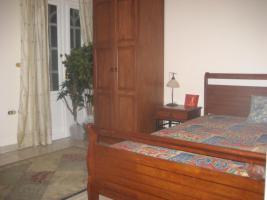Gästezimmer mit kleinem Balkon