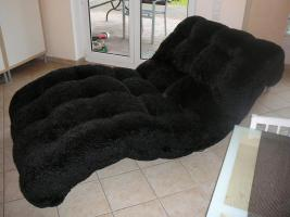 Verkaufe unsere schwarze Laola-Luxus-Liege von Bretz. Sie ist komplett bezogen mit flauschigem Mohair und in einem top Zustand. Preis: 700, -€.