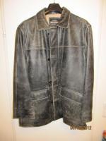 Verkaufe schwarze Lederjacke, neu (nie getragen). VB: Euro 85, -