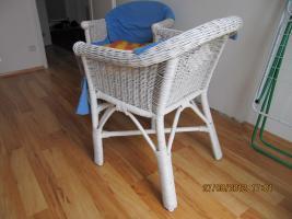 verkaufe zwei rattansessel weiss und sehr stabil 30 euro beide in wien holz stuhl. Black Bedroom Furniture Sets. Home Design Ideas