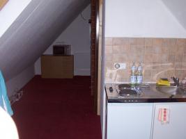 Foto 3 Vermiete Möbliertes 1 Zimmer Dachgeschoss an Wochenend Pendler