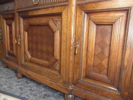 Foto 2 Verzierter Wohnzimmerschrank um1900