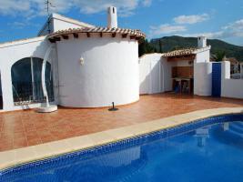 Villa mit Garten in Pego an der Costa Blanca