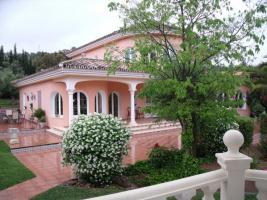 Villa mit Park zum Schnaeppchenpreis