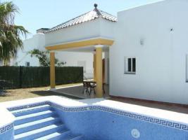 Villa mit Pool nahe Strand