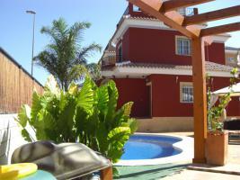 Villa mit Pool, freistehend, 3 Schlafzimmer, 2 Bäder, ca. 10 Minuten zum Strand, viele Extras,