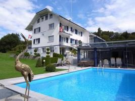 Villa Schweiz mit Helicopter und Landeplatz / Mittelland
