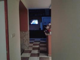 Blick Vom Vorflur Ins Wohnzimmer, Rechts Die Küche, Links Das Esszimme