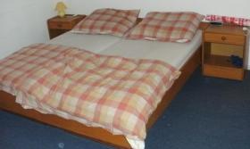 Foto 4 Vitrine - Kinder/Babybett - Bett - Stühle - Kästen etc. wegen Haushaltsauflösung