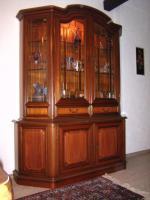 Vitrinenschrank Nußbaum Antik, mit Intarsien, Bleiglas, Beleuchtung, TOP Zustand
