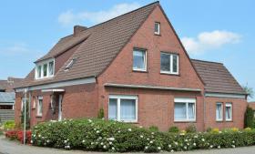 Von Privat: Großes und gepflegtes Zweifamilienhaus in Leer/Ostfriesl.