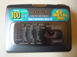 Walkman (aiwa) mit Tasche (hama)