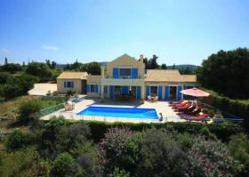 We have carefully chosen an exclusive collection of luxury villas in Greece
