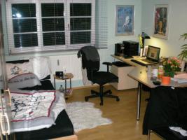 Foto 2 Wegen Wohnungsauflösung günstig abzugeben: Bett, 2 Kleiderschränke, Schreibtisch und mehr!!!