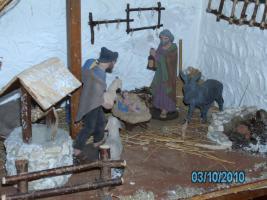 Foto 2 Weihnachtskrippe handarbeit mit Figuren