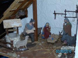 Foto 4 Weihnachtskrippe handarbeit mit Figuren