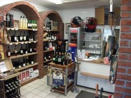 Weinhandlung mit kleinem KunstCafé