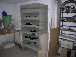 Weinregal aus Bimsstein