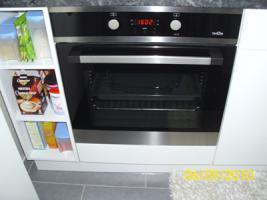 Foto 5 Weiße Anbauküche mit dunkel grauer Arbeitsplatte