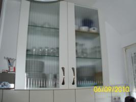 Foto 8 Weiße Anbauküche mit dunkel grauer Arbeitsplatte