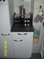 Foto 10 Weiße Anbauküche mit dunkel grauer Arbeitsplatte