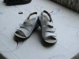 Weisse Berkemann-Sandalen/auch f�r orthop�d. Einlagen geeignet