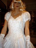 Foto 3 Wei�es, verspieltes, romantisches Brautkleid Gr. 40- Artikelzustand: Gebraucht und gereinigt.