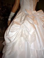 Foto 7 Wei�es, verspieltes, romantisches Brautkleid Gr. 40- Artikelzustand: Gebraucht und gereinigt.