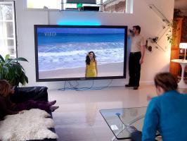 Weltgrößter Panasonic Fernseher mit imposanten 103'' Bilddiagonale (261cm!). Professioneller TV!