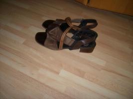 Wenig getragene Damen-Schuhe zum Schn�ppchenpreis!