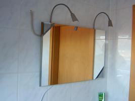 Foto 2 Wie neu: Esstisch, Spiegel, Lampen, Tret-M�lleimer zu verk.