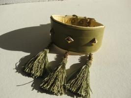 Windhundhalsband oliv HW 30-33cm  3 Ziernieten 3 Troddeln