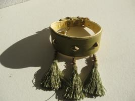 Foto 3 Windhundhalsband oliv HW 30-33cm  3 Ziernieten 3 Troddeln