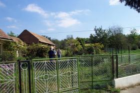 Winkeller mit ca. 3000 qm Grundstück , in Ungarn nähe Balaton versch. Bebauung möglich .