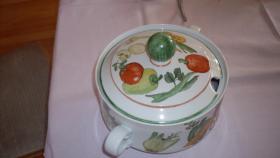 Foto 2 Winterling: Handbemalte Terrine und passender Gemüseteller