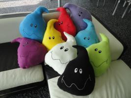 Witzige Kuschel-Kissen, die Farbe ins Haus bringen und gute Laune verbreiten
