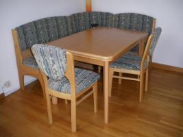 Wössner Essecke mit ausziehbarem Tisch und 2 Stühlen zu verkaufen