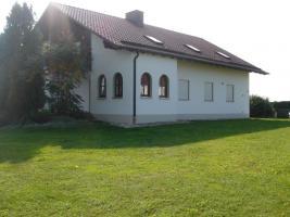 Wohnhaus mit Garten und Garage, Alleinlage