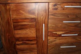 Foto 4 Wohnszimmer mit Eßtisch - wunderschönes Rosenholz massiv