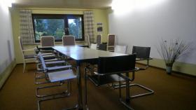 Wohnung mit Kaminzimmer - Bar und Konferenzraum